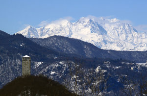 Torre_del_Buccione,_Madonna_del_Sasso_e_Monte_Rosa_in_inverno